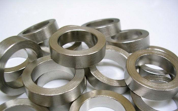 Đồng trắng là nguyên tố hóa học chính chứa niken và thêm mangan, sắt