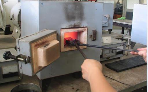 Thu mua phế liệu Hợp kim thép gió được dùng làm mũi khoan, dao tiện CNC, dao phay…